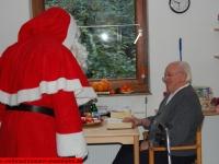 weihnachtsmann-besuch-altersheim-hemsbach-06-dezember-2013-18