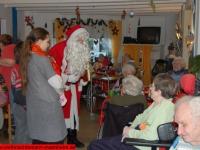 weihnachtsmann-besuch-altersheim-hemsbach-06-dezember-2013-8