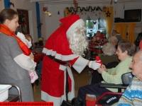 weihnachtsmann-besuch-altersheim-hemsbach-06-dezember-2013-9